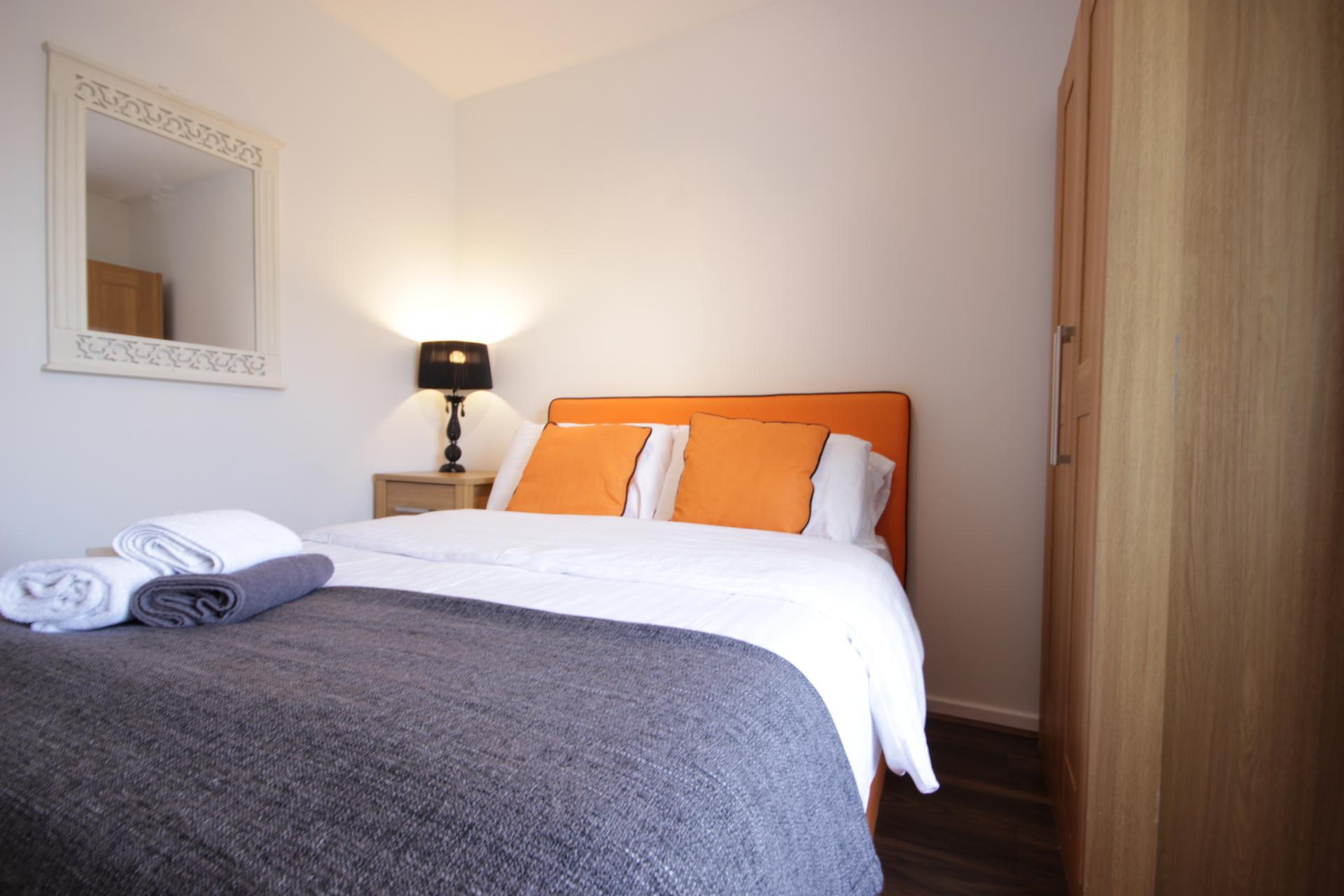 Cosy bed at Windhouse View Apartment