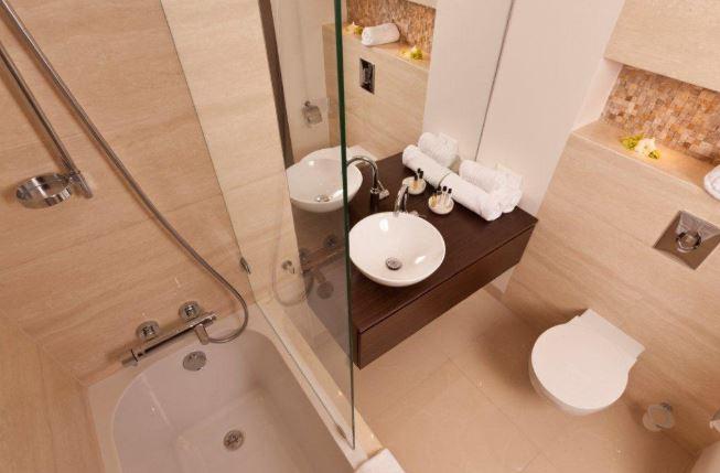 Shower at Grzybowska Apartments