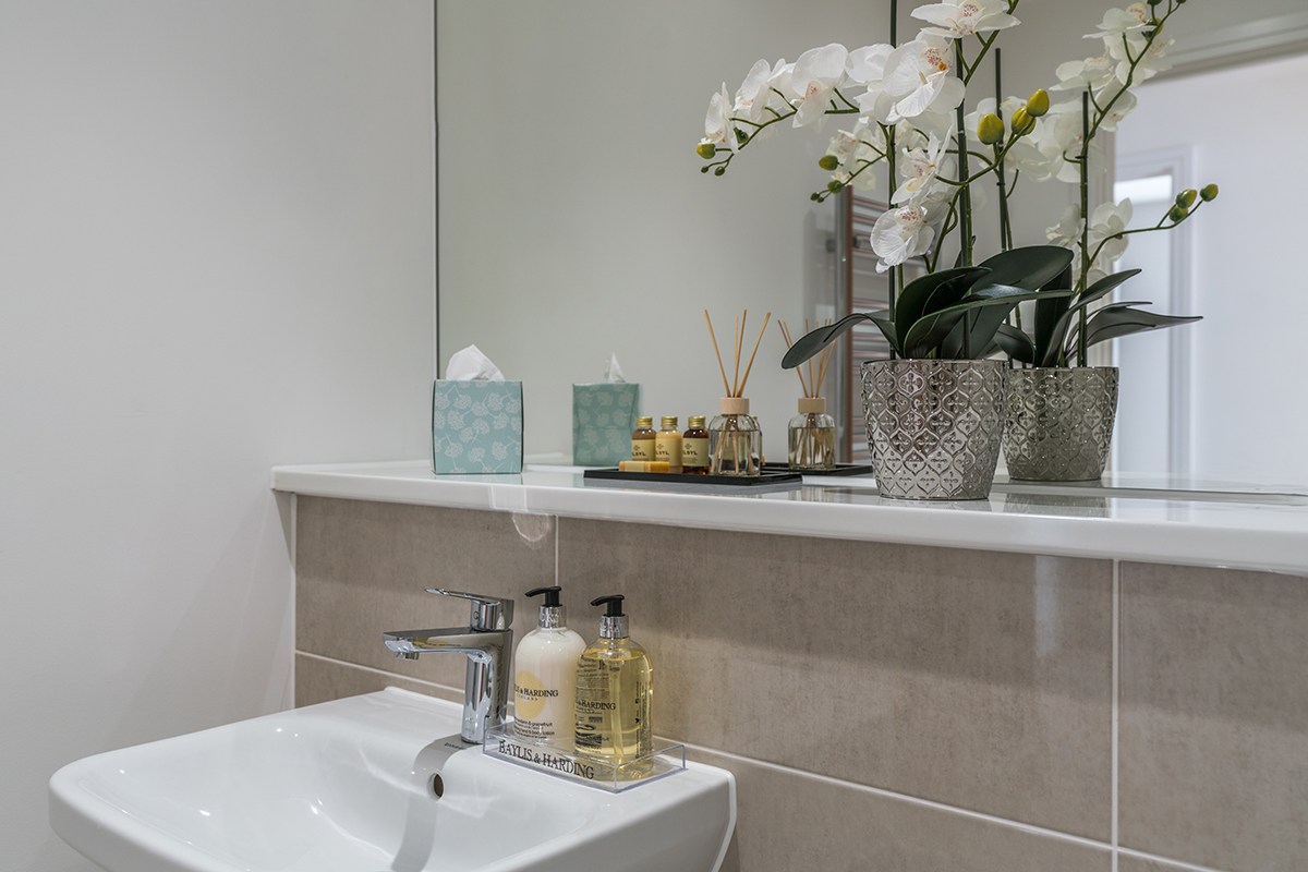 Modern bathroom at Deanery Court Apartments