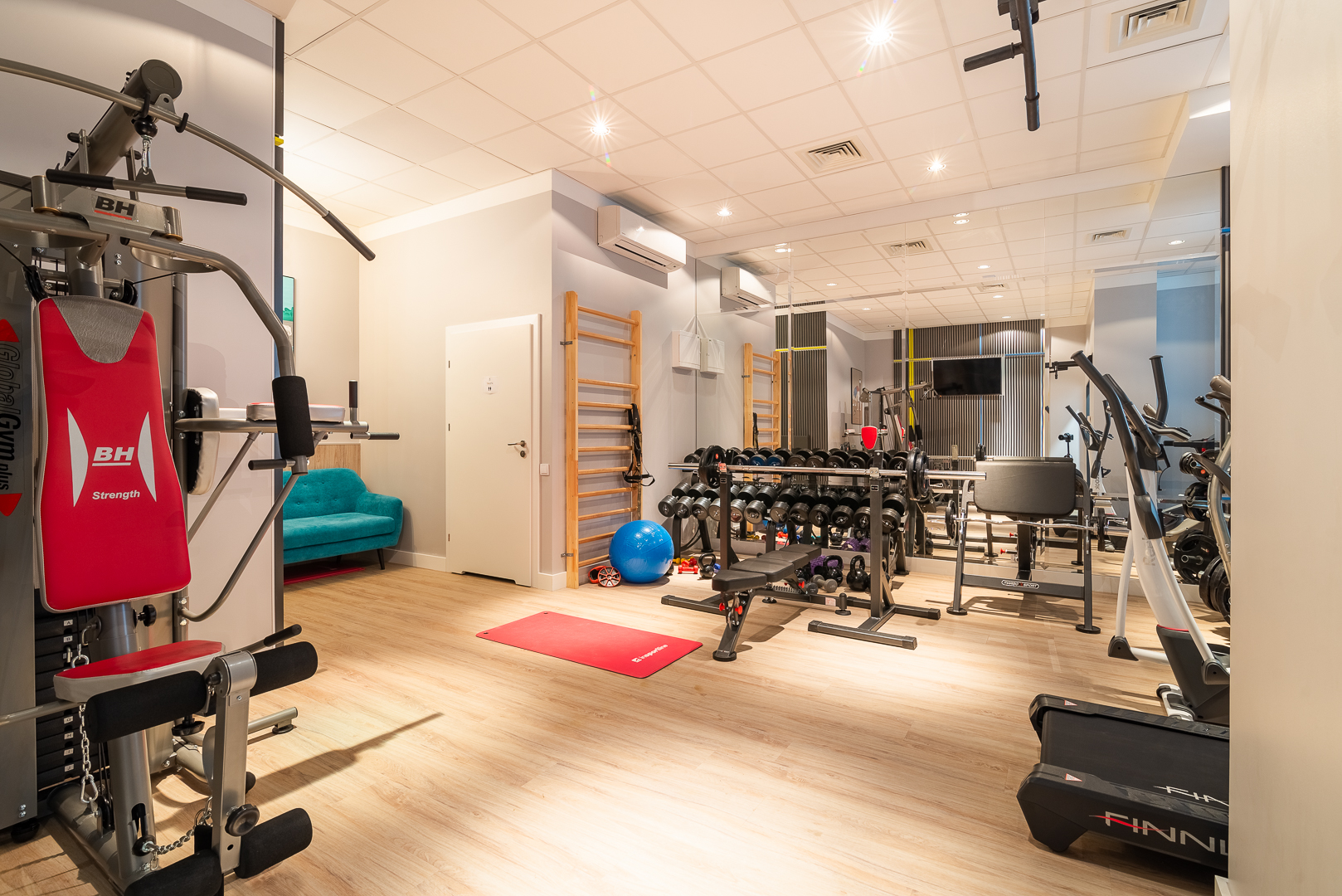 Fitness class at Siedmiogrodzka Studio Apartment