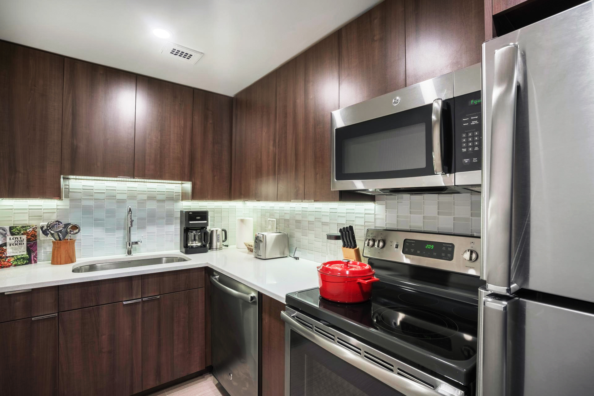 Fully equipped kitchen at Avalon at Prudential Apartment, Back Bay, Boston
