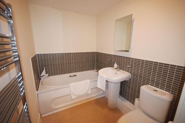 Bath at Woodlands View Apartment