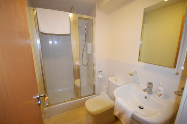 Shower at Woodlands View Apartment