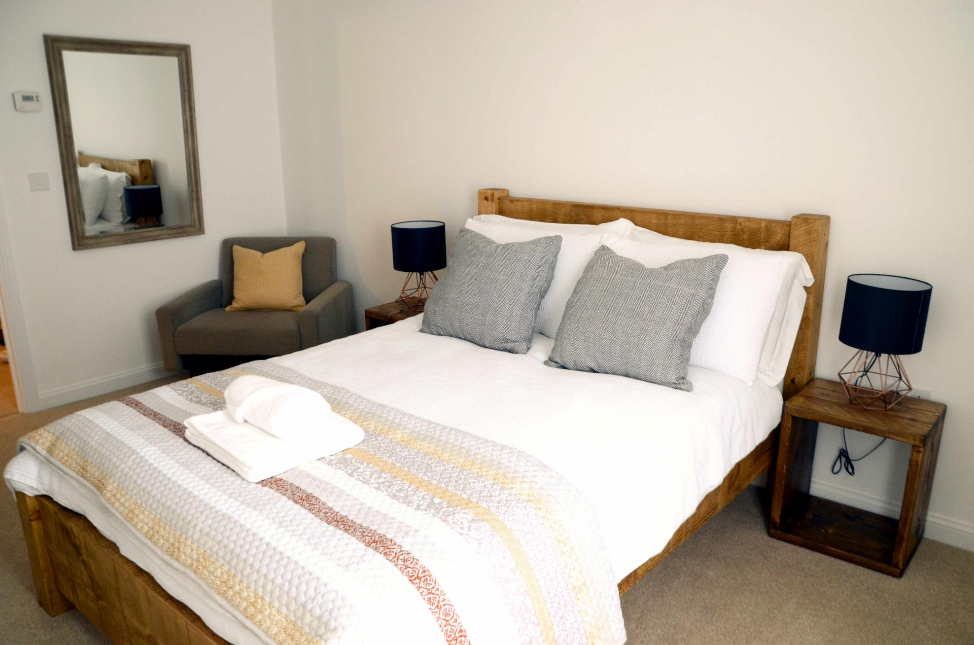 Spacious bedroom at Rosso Close Apartments