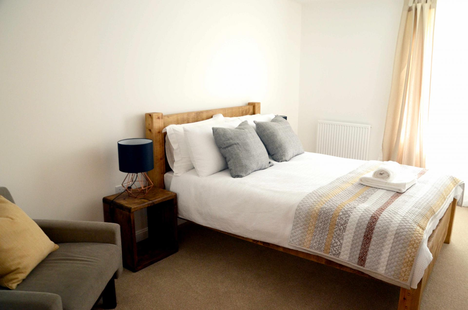 Cosy bedroom at Rosso Close Apartments
