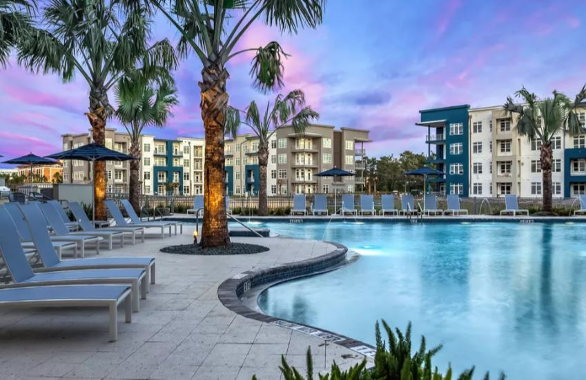 Resort Style Pool at Solstice Signature Apartments