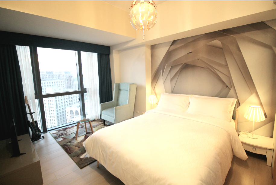 Comfy bed at One Eastwood Avenue Apartments, Bagumbayan, Manila