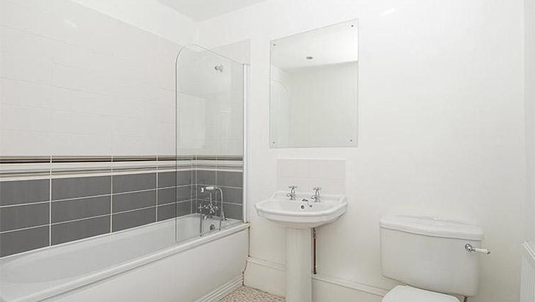Full bathroom at Trafalgar Place Apartment