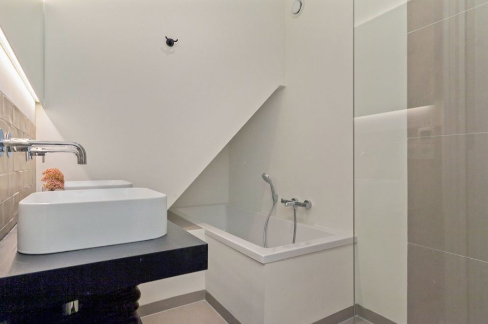 Bath at Frederiks Square Serviced Apartments, Amsterdam