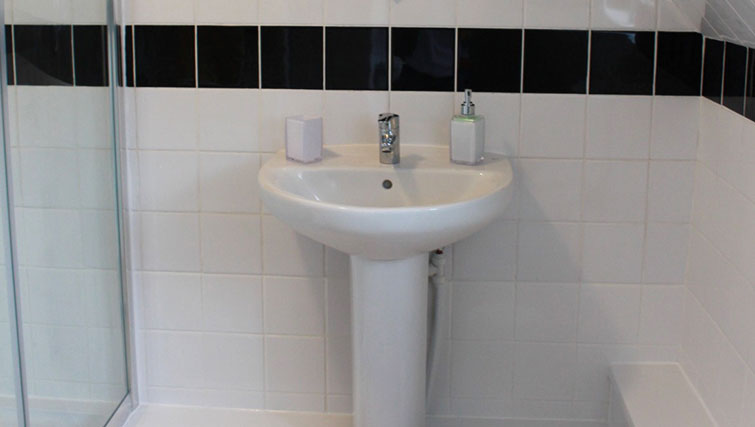 Sinks at Chilton Serviced Apartments