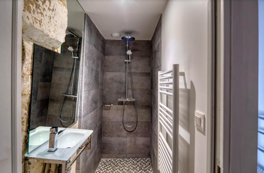 Bathroom at Gravilliers Apartment
