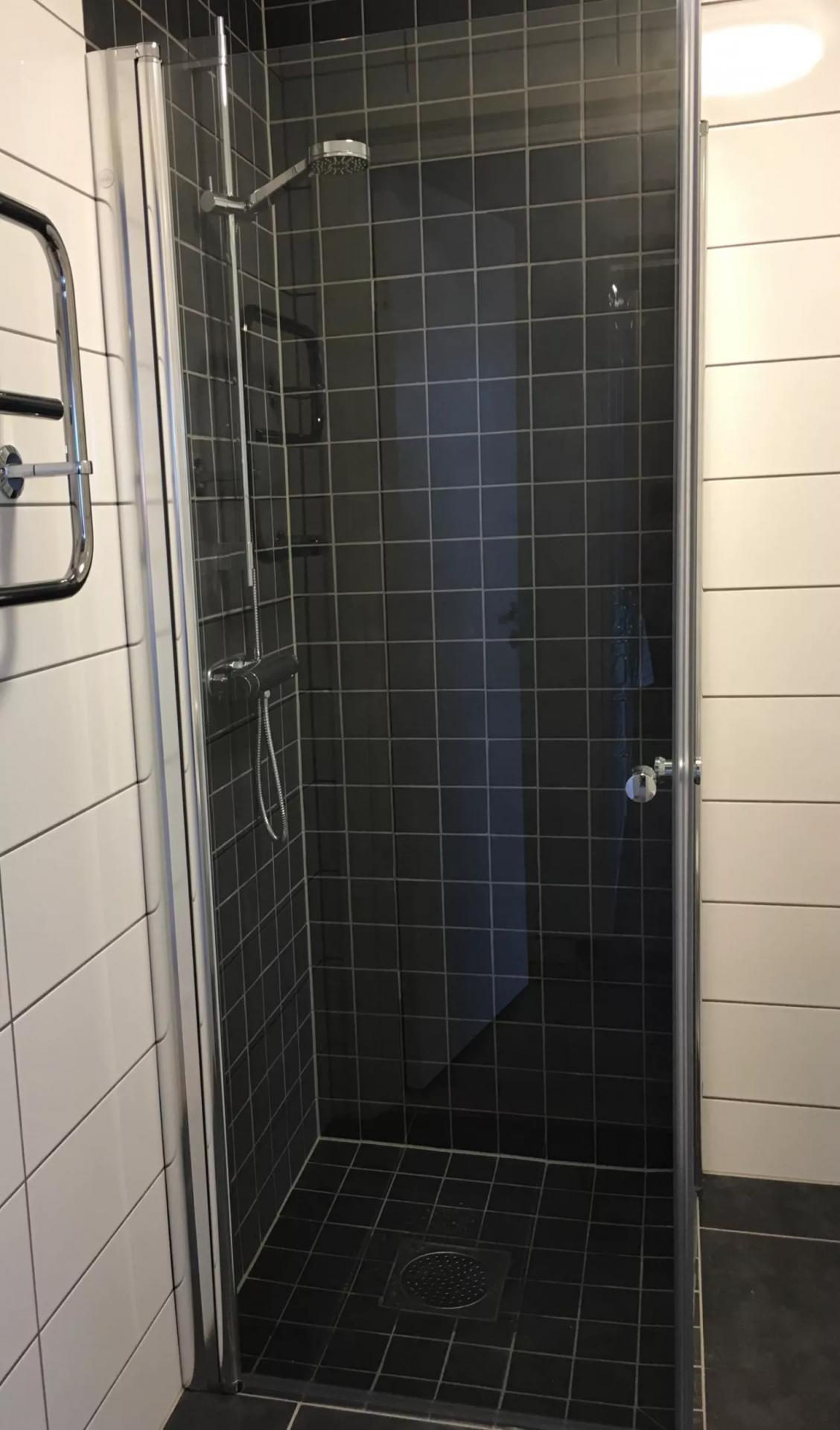 Shower at Skvadronsgatan Malmö Apartments, Rönneholm, Malmö