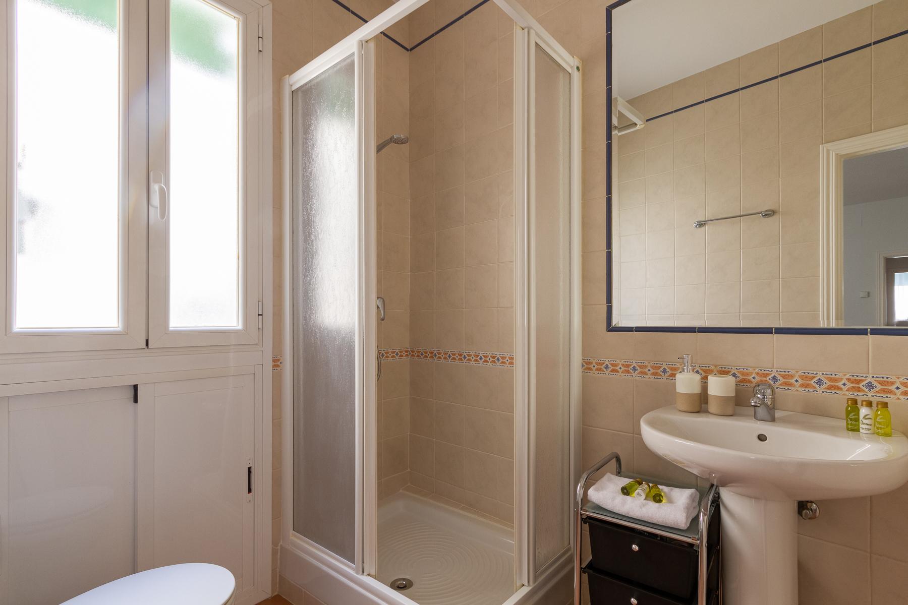 Bathroom at Fernan Gonzalez Apartments