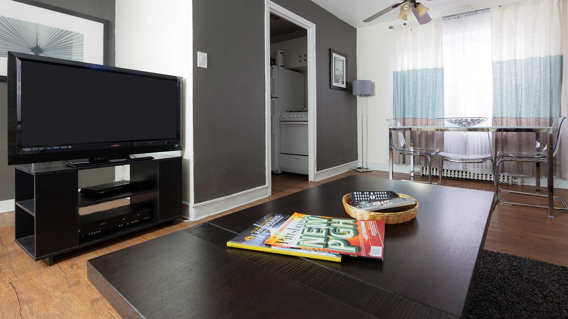 Open-plan living area at Shadyside Apartment