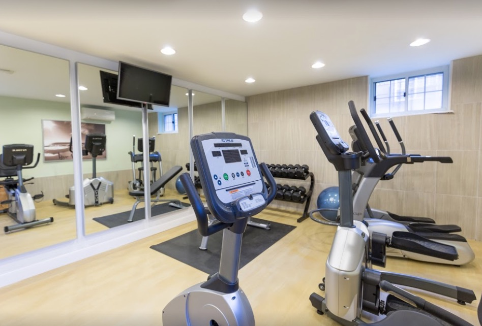 Fittness centre at Shadyside Apartment
