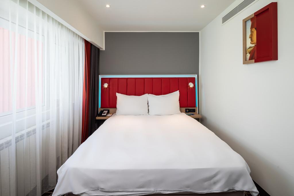Double bed at Park Inn Bucharest Residence