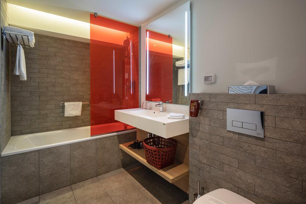 Bathroom at Park Inn Bucharest Residence