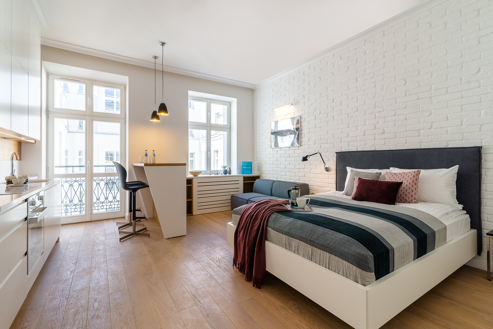 Double bed at Noakowskiego Apartments
