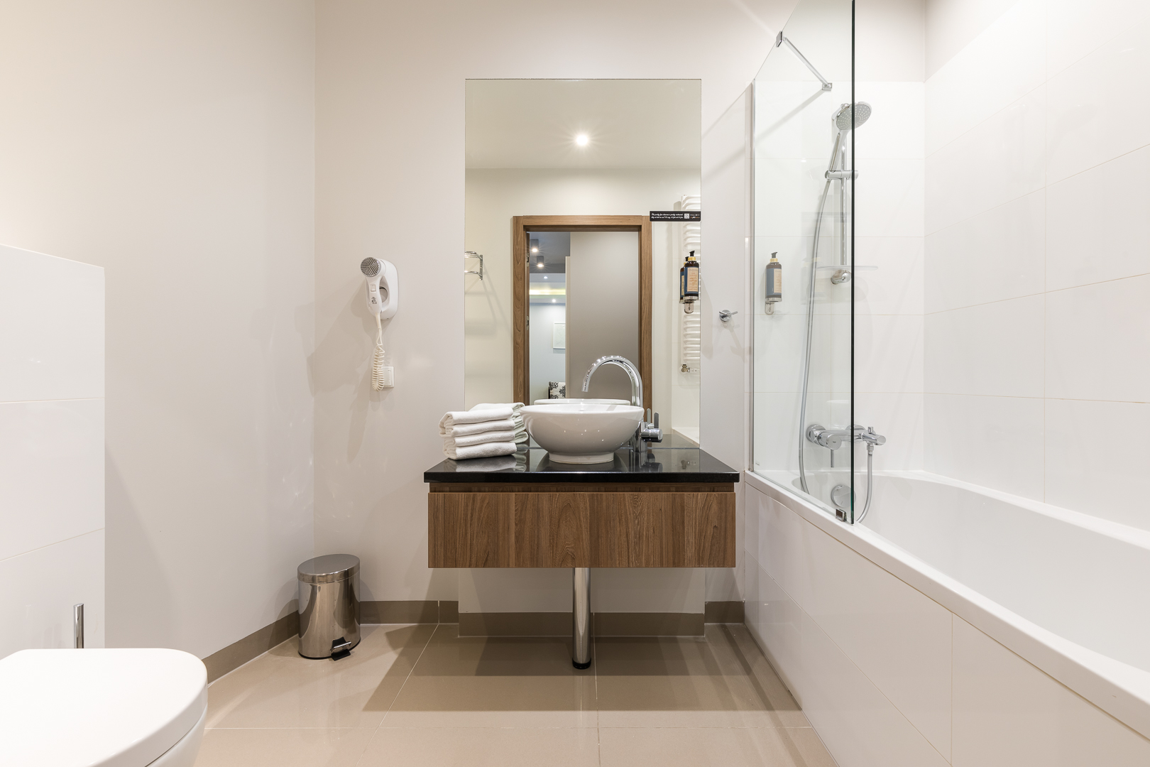Sinks at Wronia Serviced Apartments