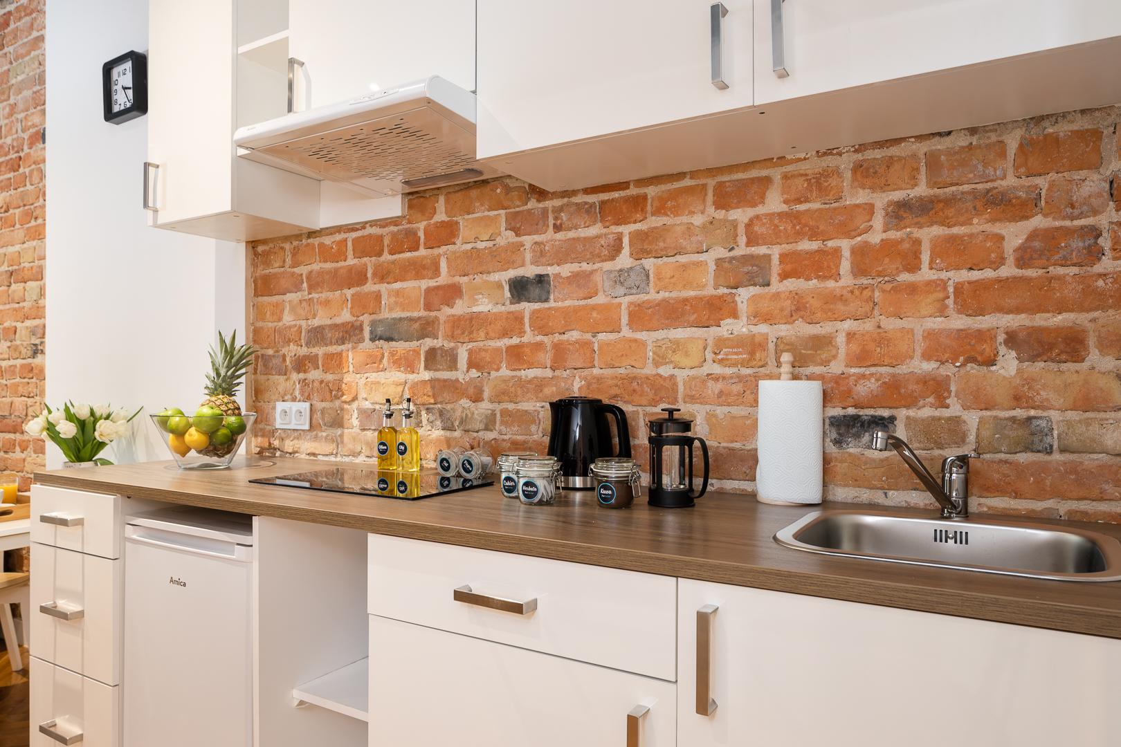 Basic kitchen at Wspolna Apartments