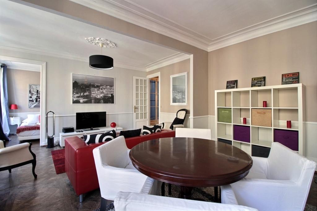 Open-plan living area at Lerivoli Apartment