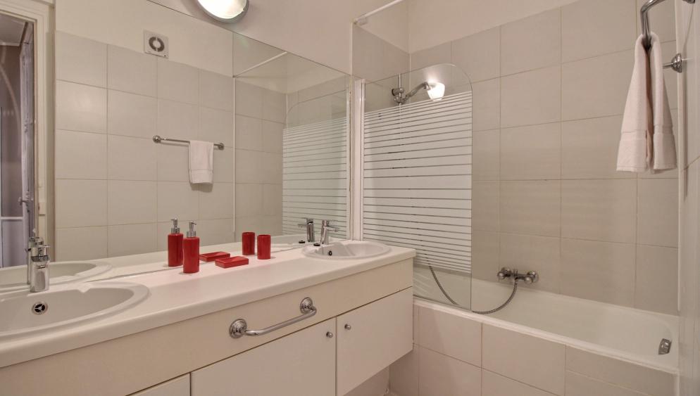 Bathroom at Lerivoli Apartment