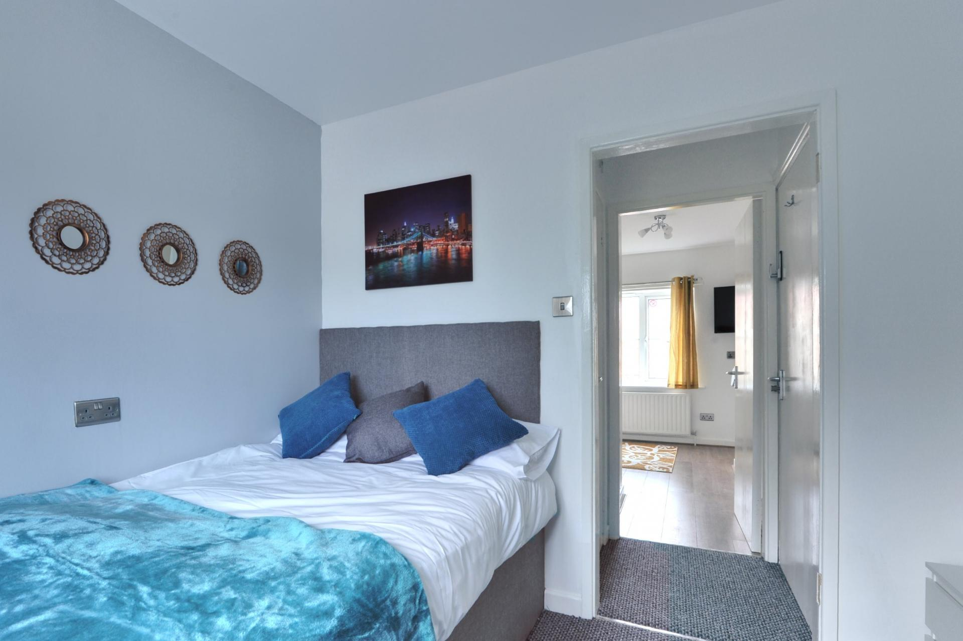 Kayll Suite bedroom at Langton House Apartments