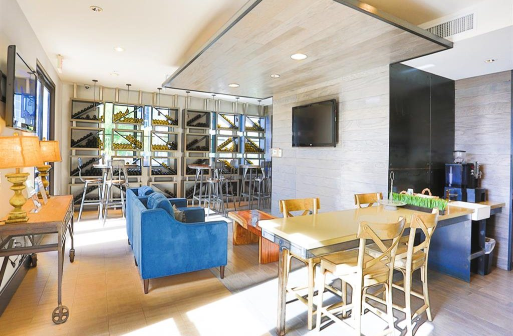 Communal lounge at Biltmore at Camelback Apartments