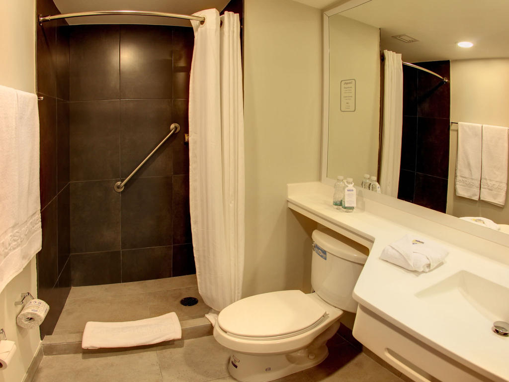 Bathroom at City Express Apartment