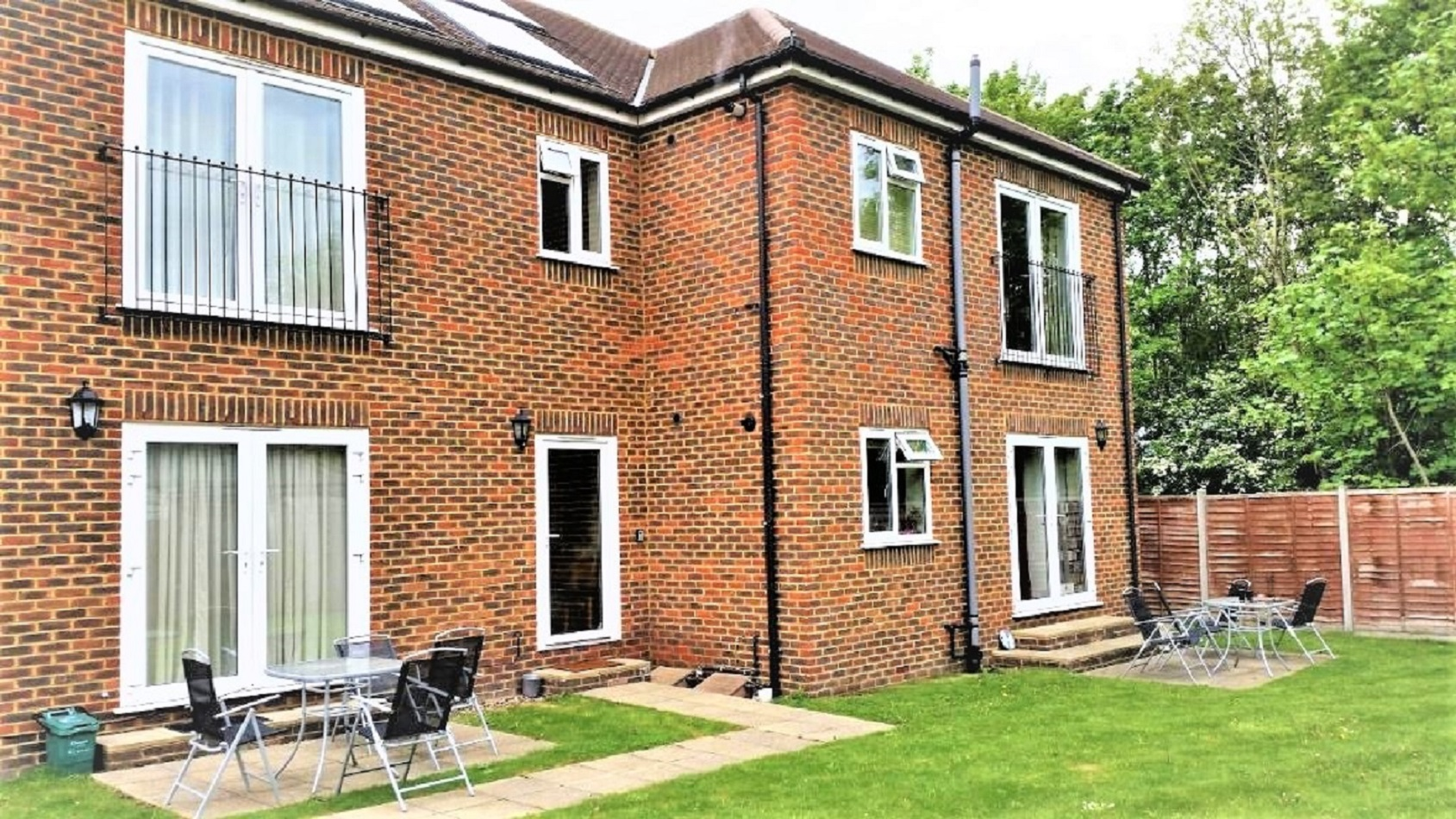 Spinney Apartment, Centre, Addlestone