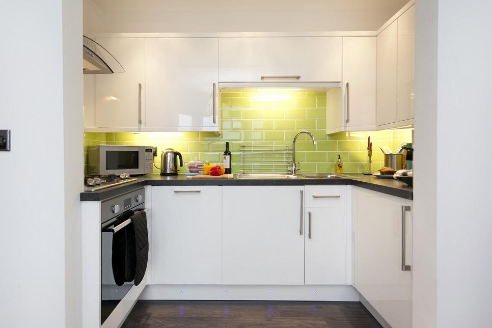 Kitchen at Bowling Green Apartments