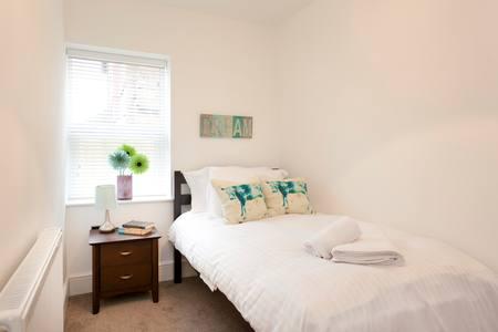 Single bedroom at Bowling Green Apartments