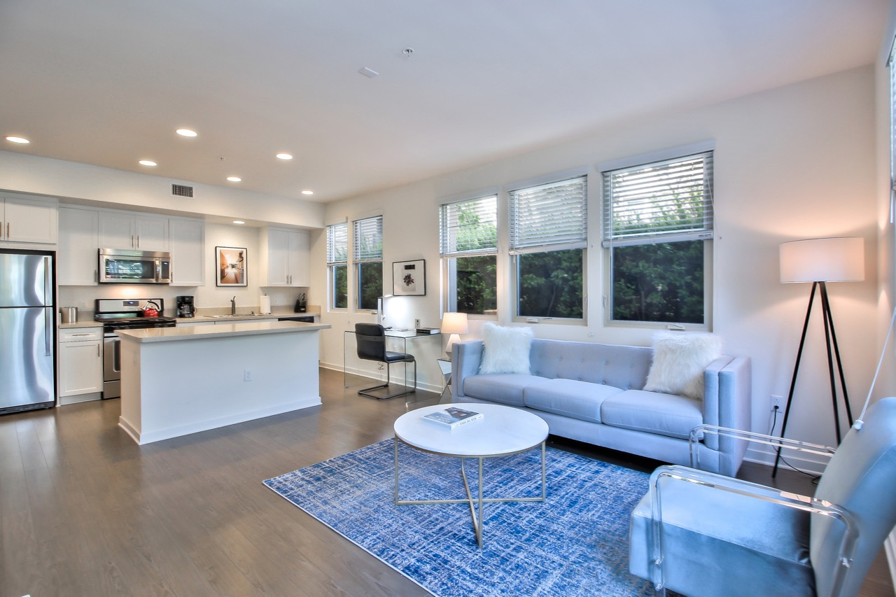 Lounge area at River View Apartment Homes