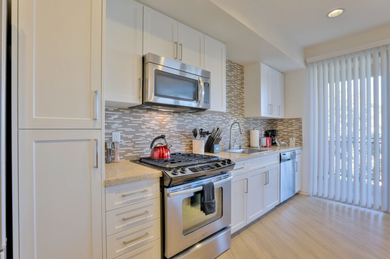 Oven at River View Apartment Homes