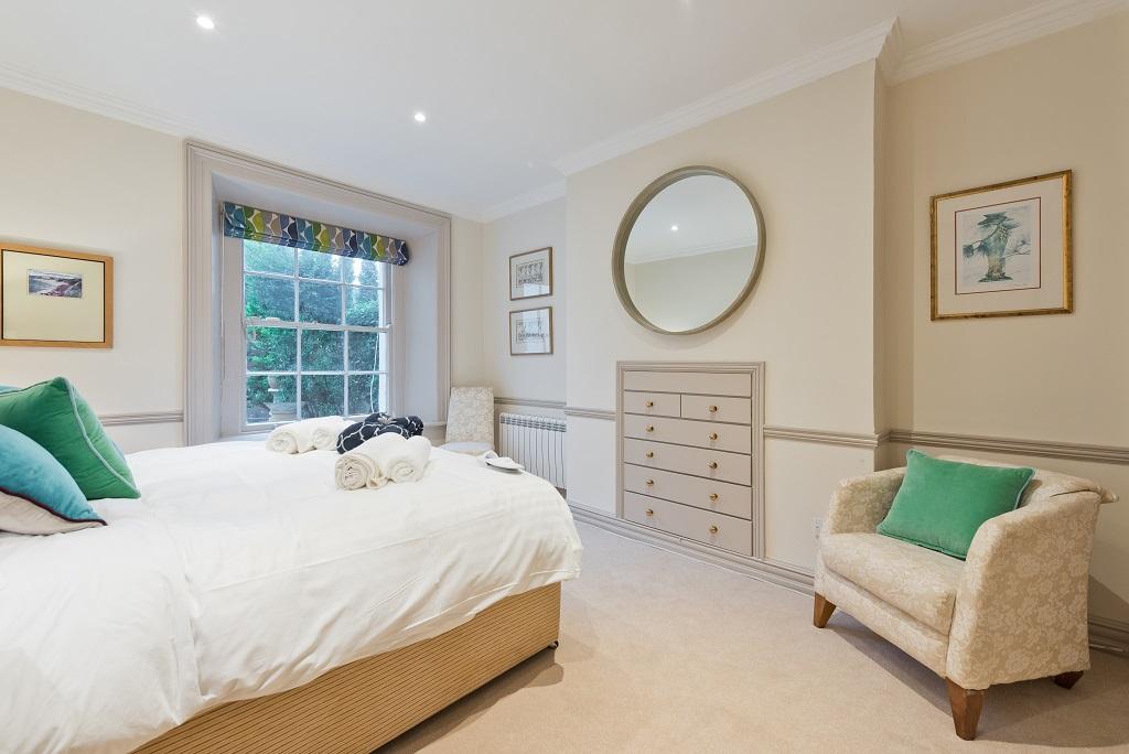 Spacious bedroom at Wellington Road Apartment