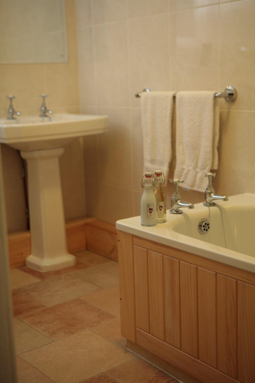 Bathroom at Lomond Apartment, North Queensferry, Queensferry