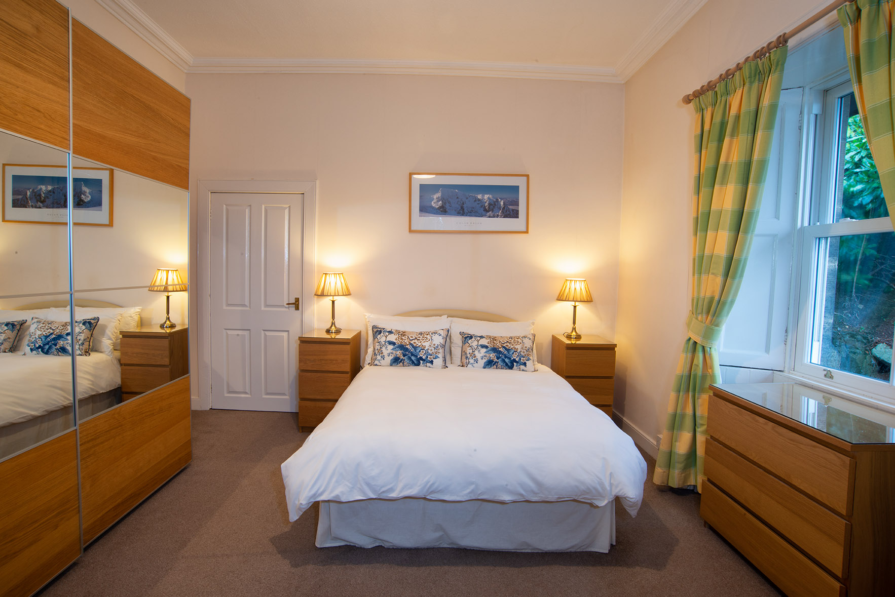 Bed at The Lodge, Crossgates, Dunfermline