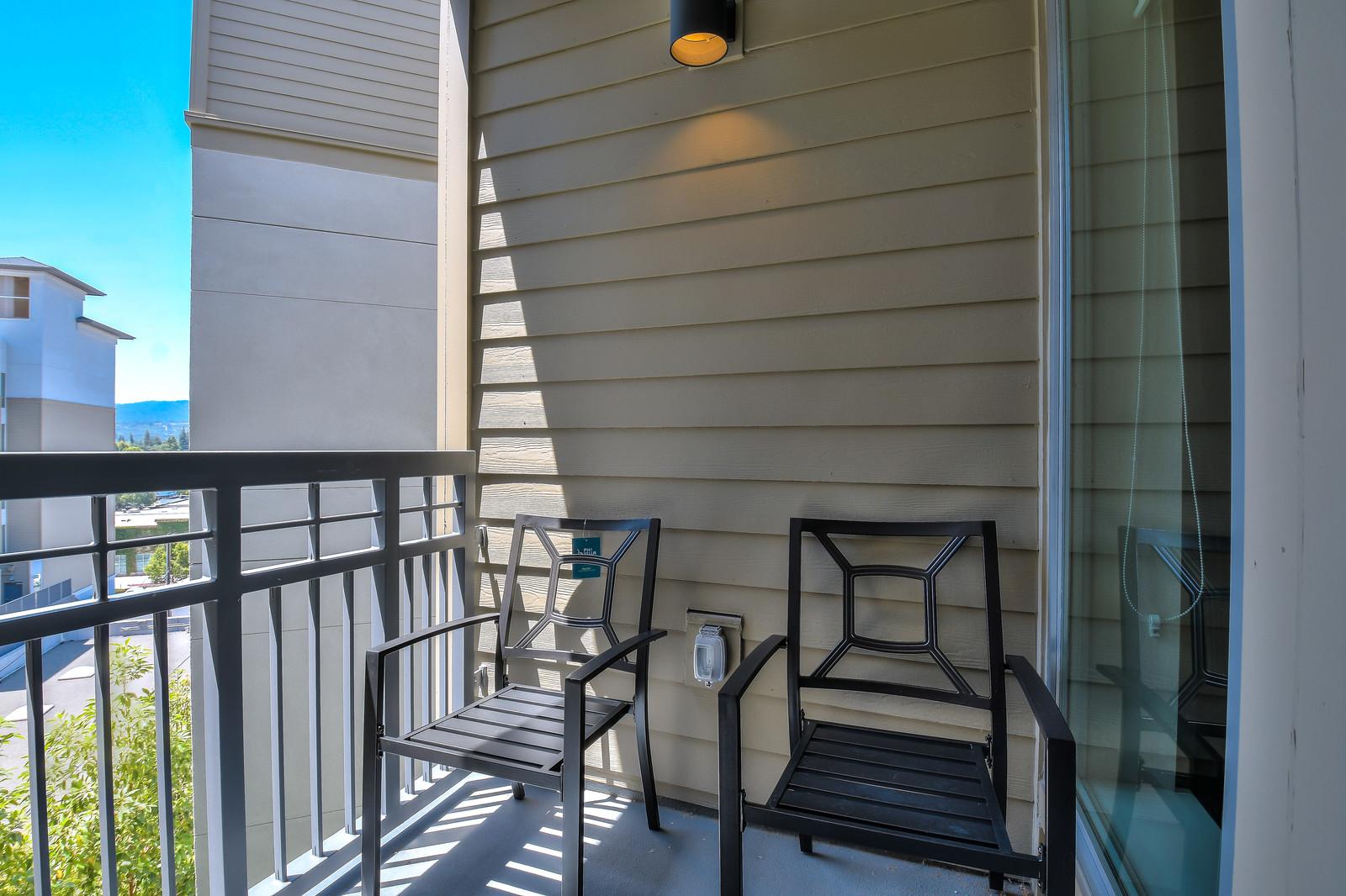 Balcony at Franklin 299 Apartments