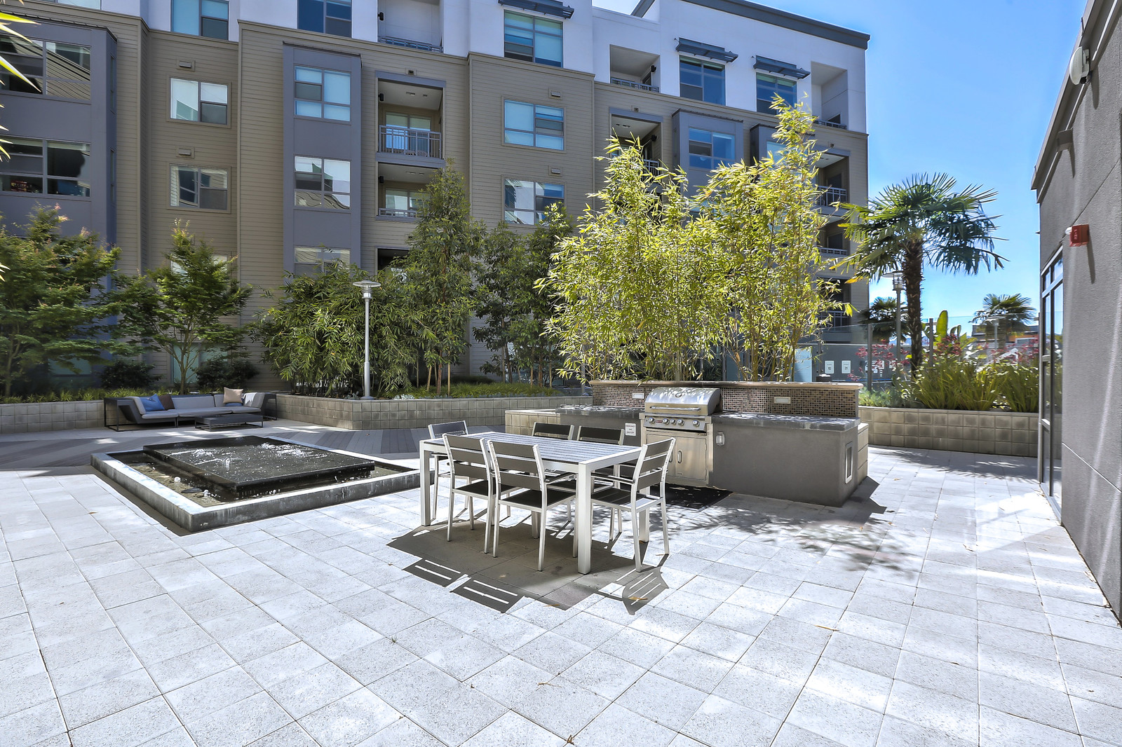 Courtyard at Franklin 299 Apartments