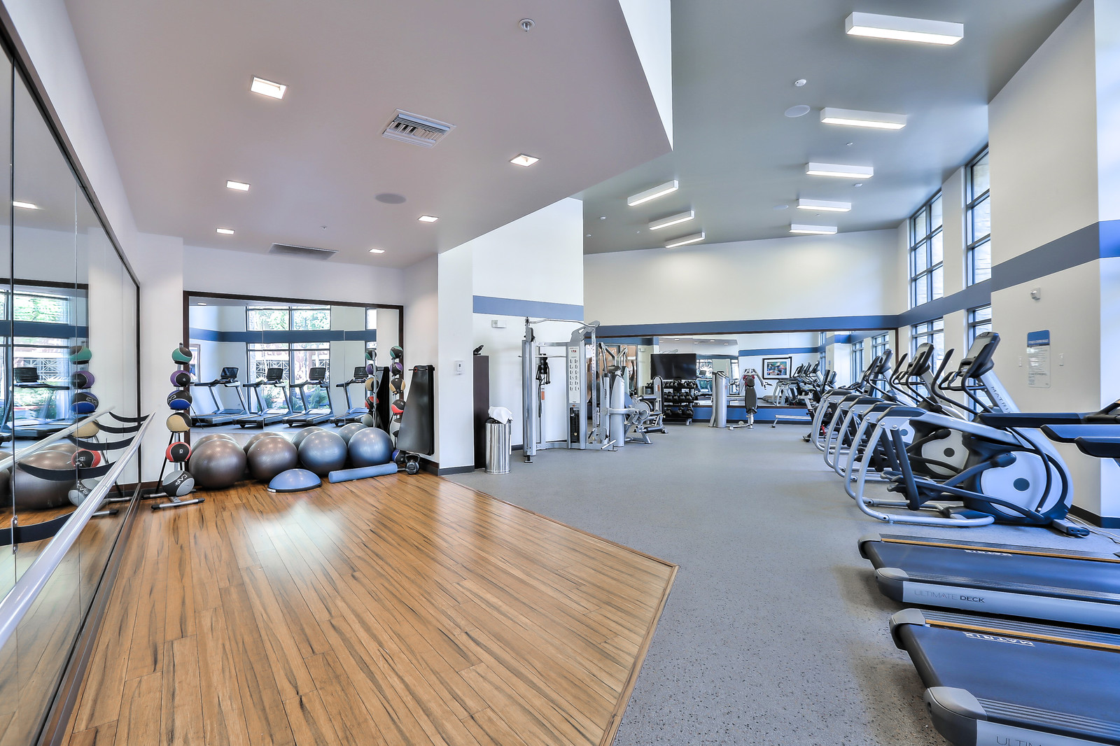 Gym at Franklin 299 Apartments