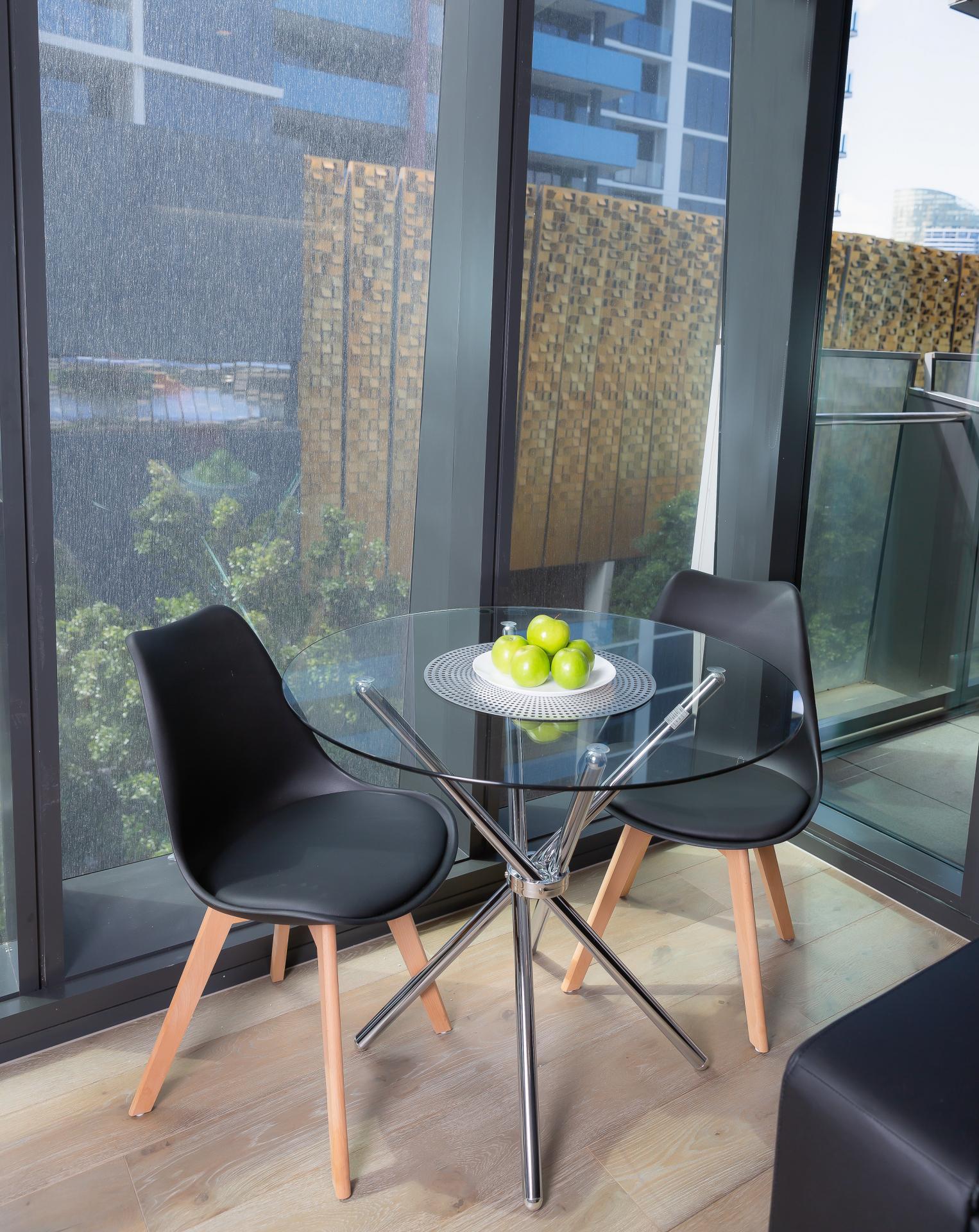 Dining table at Doepel Way Apartments