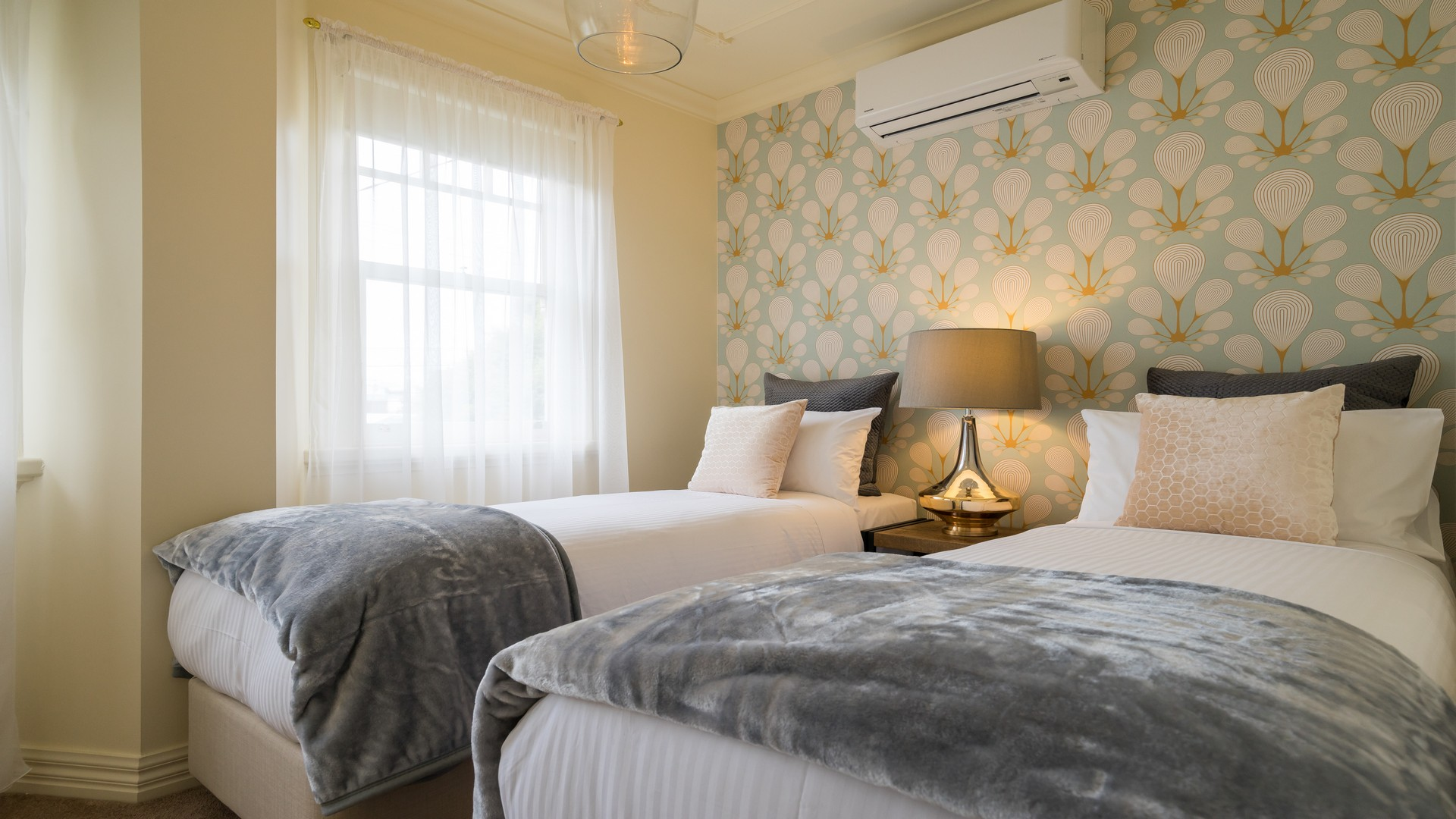Twin beds at Buckingham Street Townhouse
