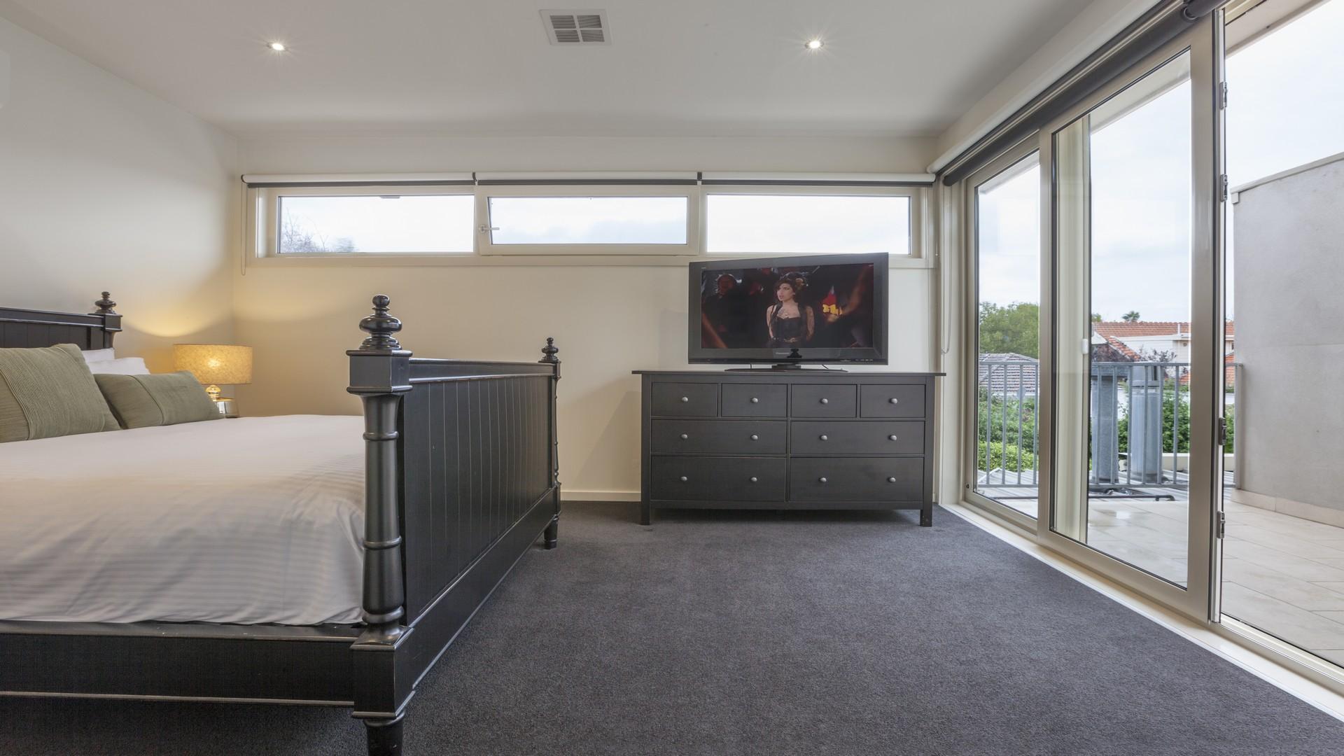 TV at Elwood Hideaway Apartment