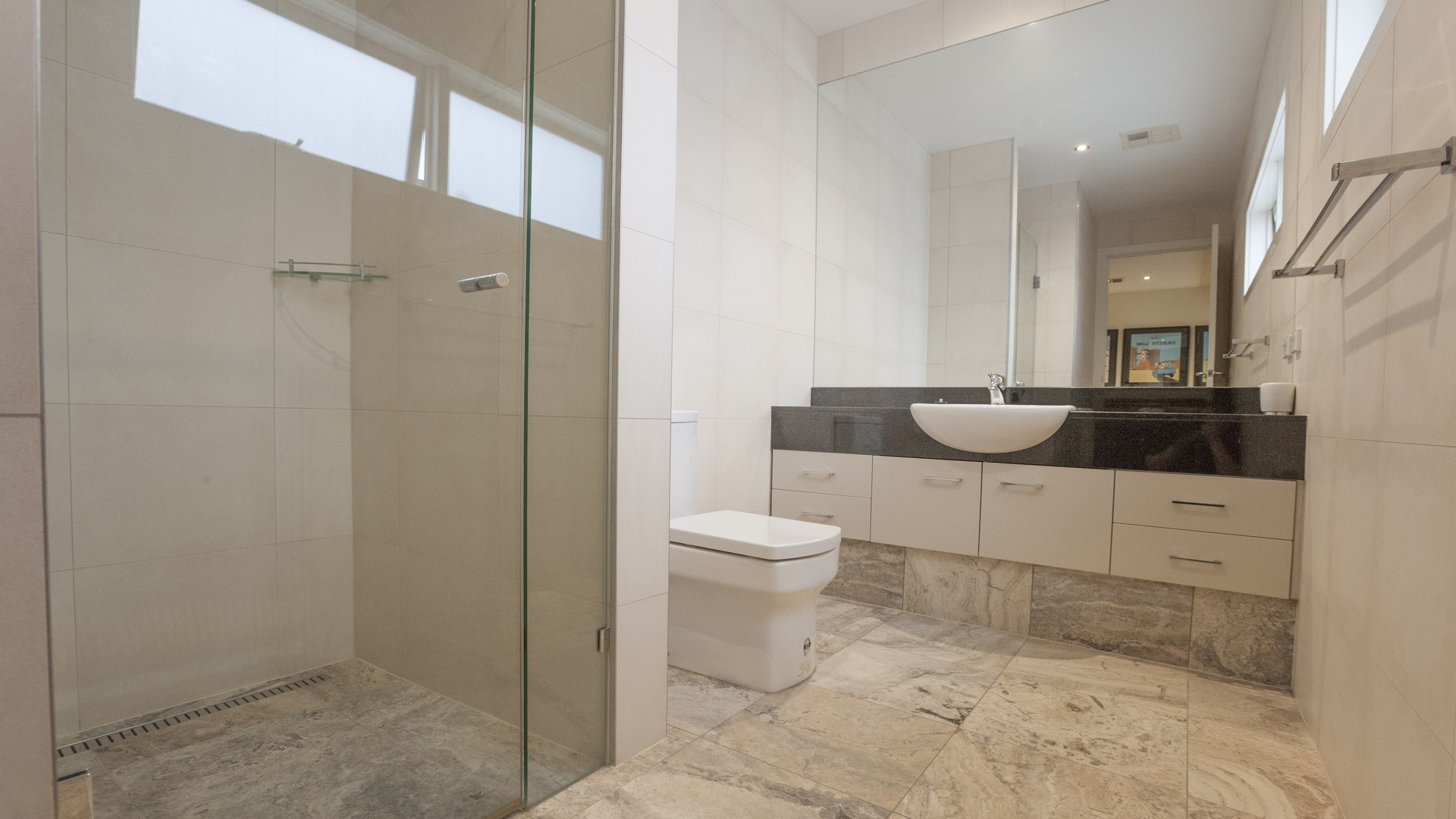 Shower at Elwood Hideaway Apartment