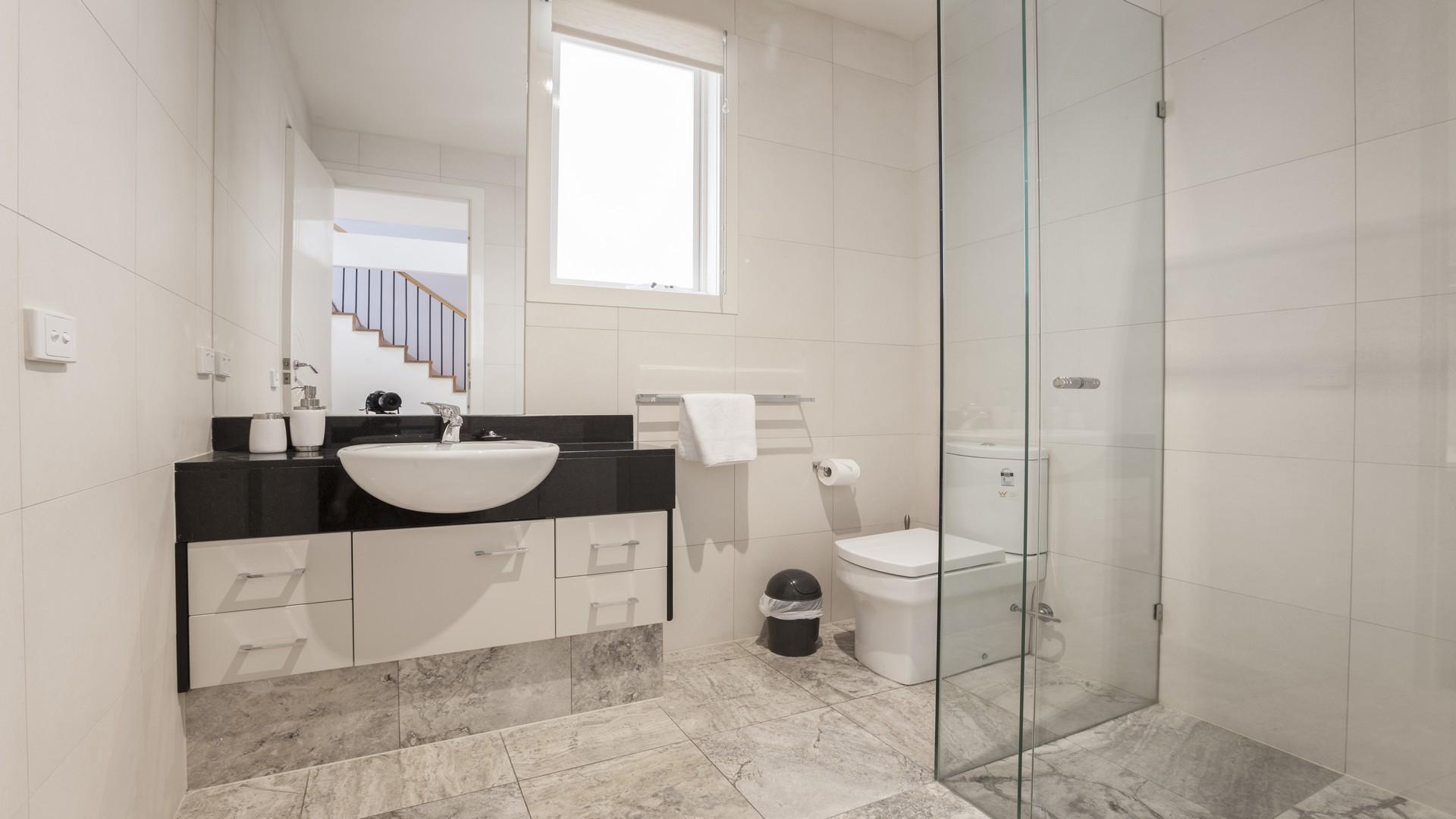 Contemporary bathroom at Elwood Hideaway Apartment