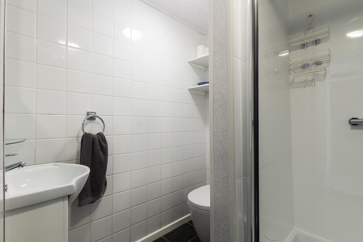 Bathroom at Suitestayzzz Apartments