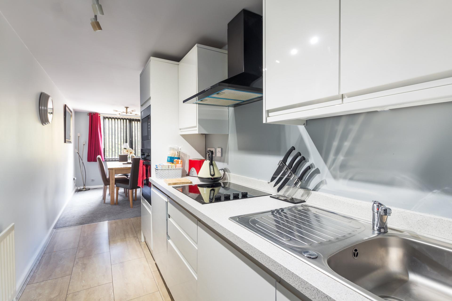 Sink at Suitestayzzz Apartments