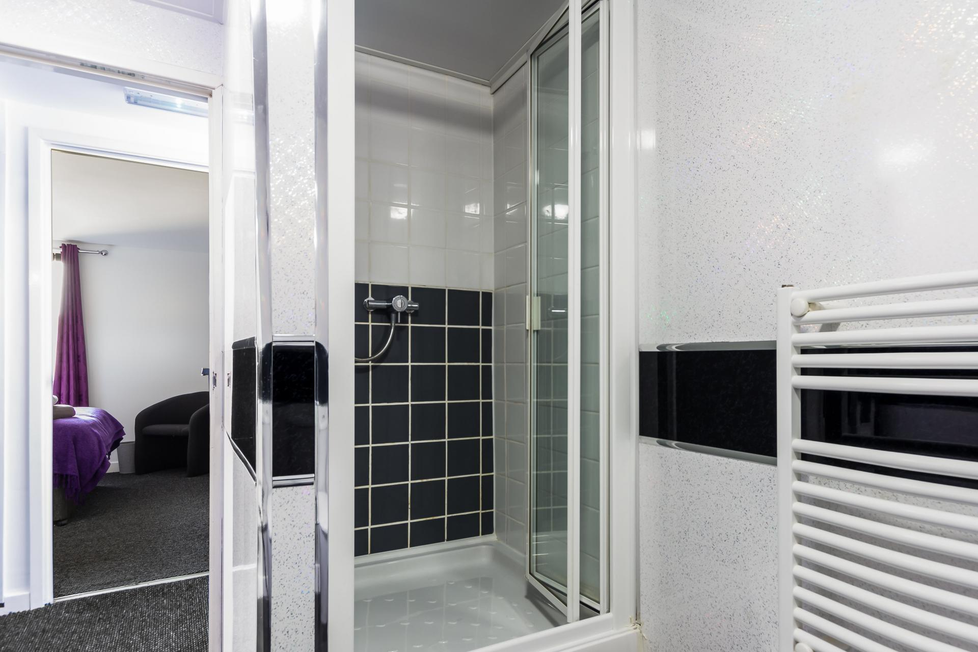 Shower at Suitestayzzz Apartments