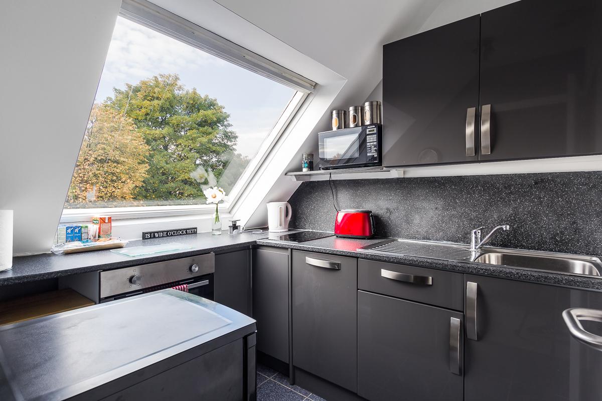 Modern kitchen at Suitestayzzz Apartments