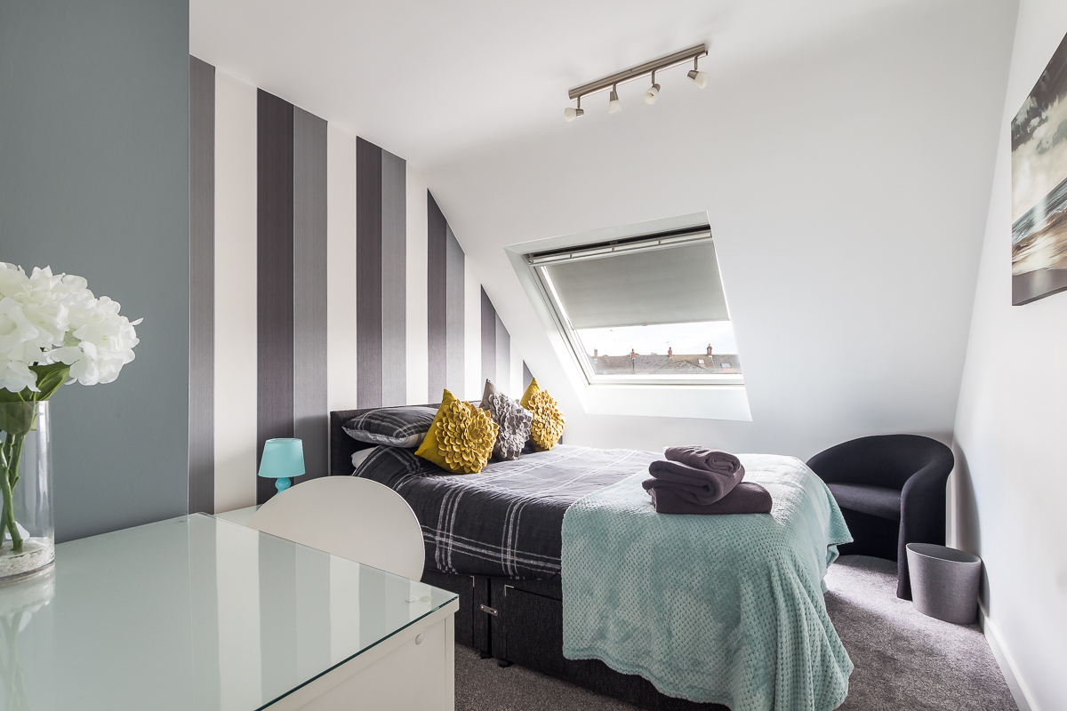 Charming bedroom at Suitestayzzz Apartments